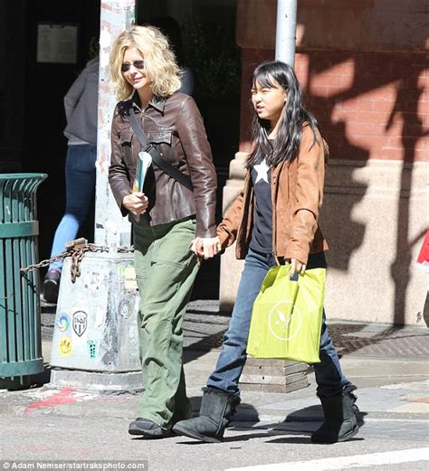 Meg Ryan goes shopping for books with daughter Daisy True