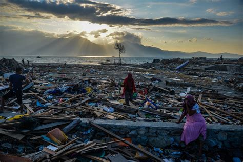 Indonesia earthquake: Tsunami warning issued after quake