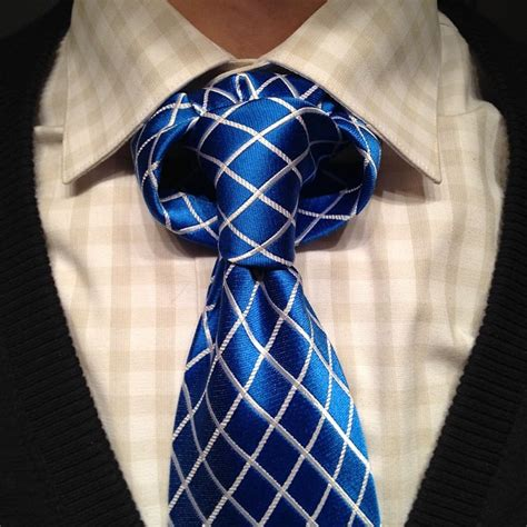 How to Tie a Tulip Necktie Knot | AGREEorDIE
