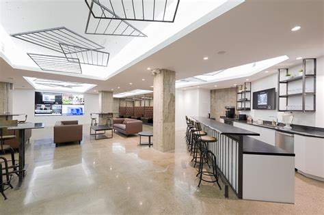 Inside iQ Office Suites' Toronto Coworking Space - Officelovin