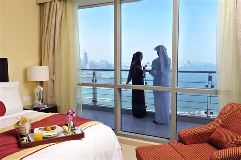 Fash Trend: Expedia Hotels