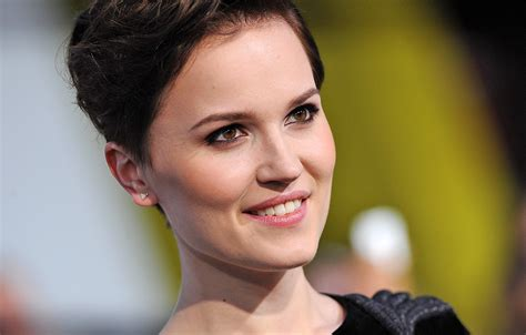 Veronica Roth is back with Black Mirror-esque short