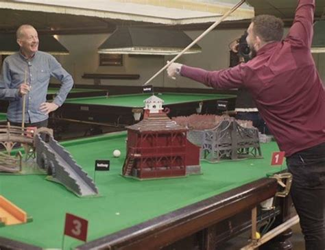 Hole in One?! - West Ham take on Crazy Snooker!
