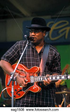 BIG BILL MORGANFIELD plays SLIDE GUITAR like his father