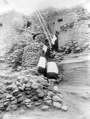 File:Cliff perched homes, Hopi