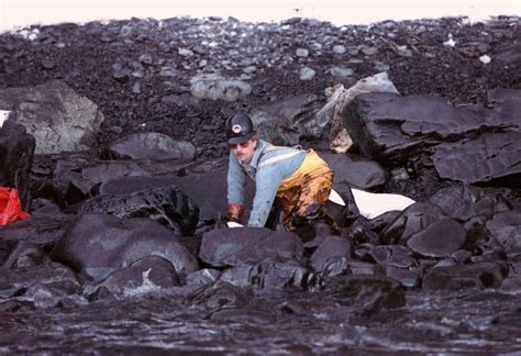 26 Images of The Exxon Valdez Environmental Disaster of 1989